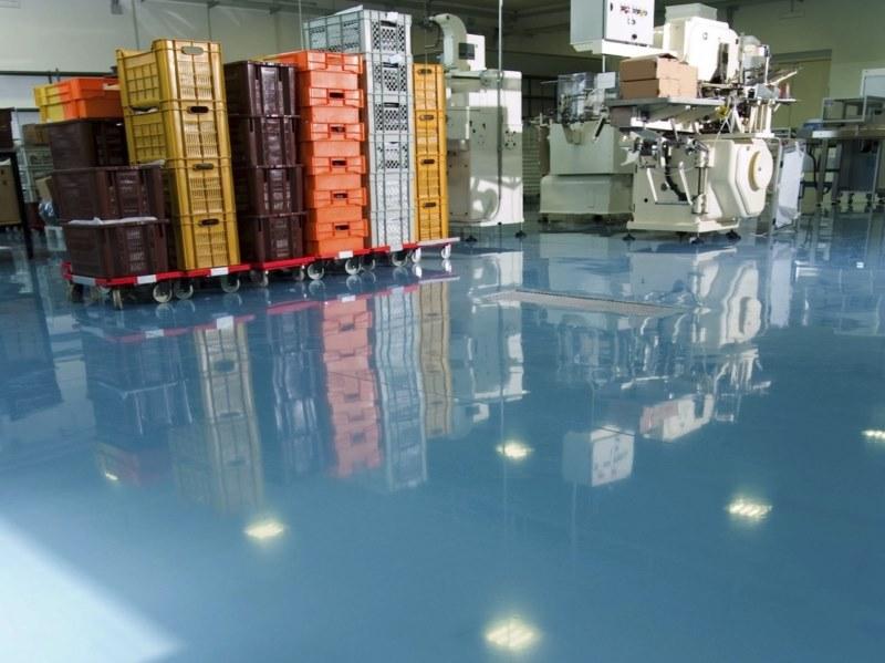 R sine epoxy autolissante pour sols industriels ateliers - Resine pour carrelage sol ...