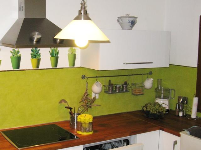Chaise cuisine vert anis pr l vement d for Peinture cuisine vert anis