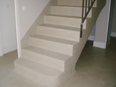 Application du beton cire sur un escalier betoncire b ton for Application du beton cire