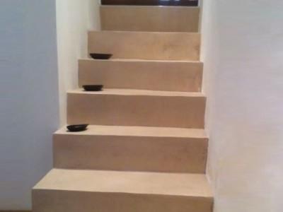 application du beton cire sur un escalier betoncire b ton. Black Bedroom Furniture Sets. Home Design Ideas